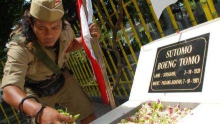 79562 Pusara Bung Tomo Di Pemakaman Umum Ngagel Surabaya 665 374