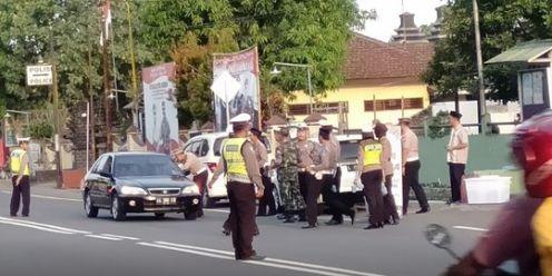 Polisi Bagi Takjil 1 Min