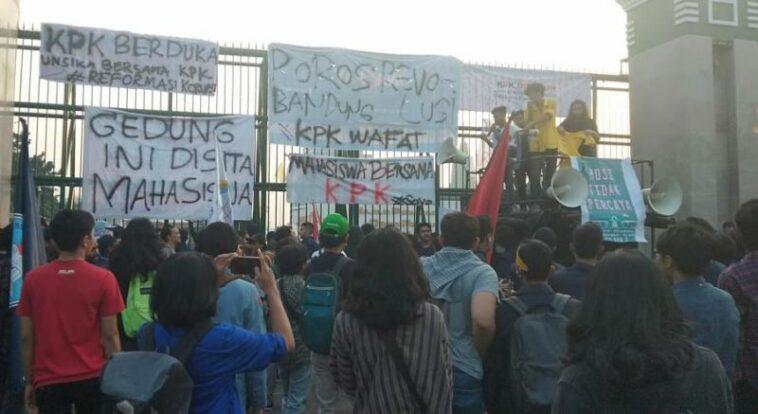 Demonstrasi Mahasiswa Min