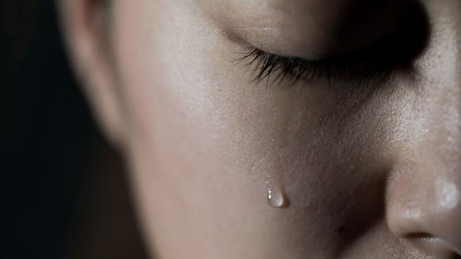 020891400 1517029808 O JAPANESE WOMAN CRYING Facebook