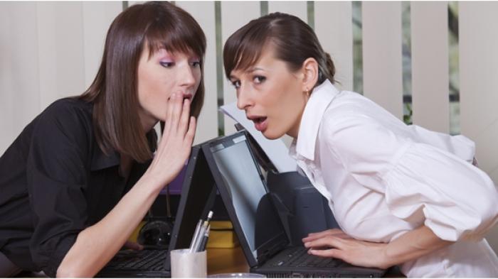 penyebab perempuan suka gosip 20150614 101607