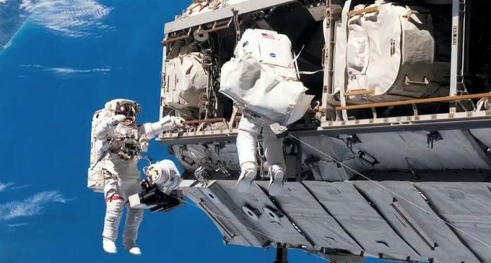 Spacewalk E1472833469807