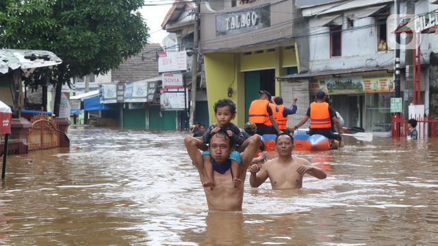 013234100 1577872847 20200101 Banjir Setinggi Dada Orang Dewasa  Warga Perumahan Ciledug Indah Dievakuasi 3