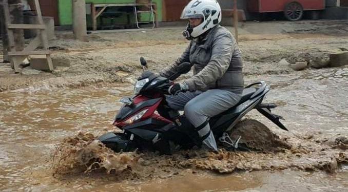 Bahaya Yang Akan Terjadi Jika Kamu Masih Nekat Berkendara Menerjang Banjir