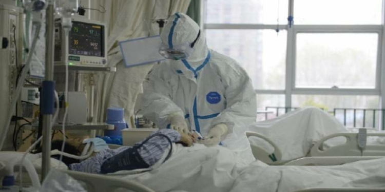 Beredar Video Perawat di Wuhan Histeris Saat Menangani Pasien Terjangkit Virus Corona