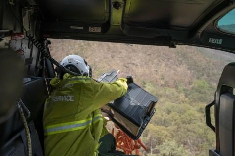 Helikoper Sebar 2.000 Kg Wortel dan Kentang Untuk Satwa Hutan Di Australia