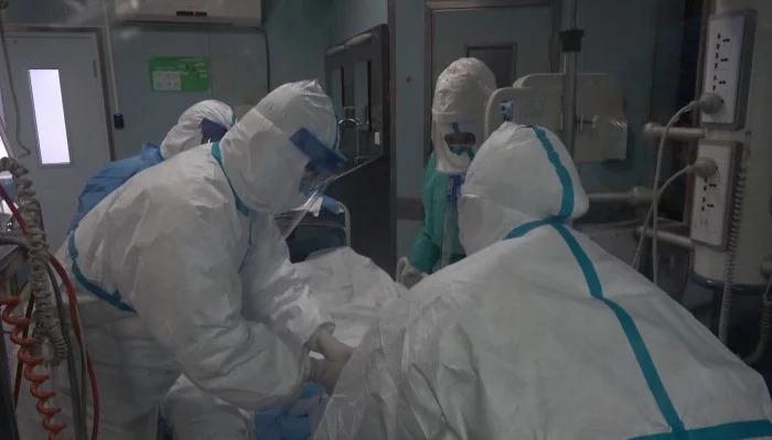 Tidak Terima Terinfeksi Virus Corona, Pasien Merobek Masker Perawat Medis dan Meludahi Wajahnya