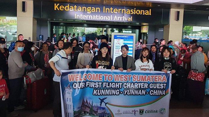 Dunia Panik Karena Virus Corona, Beredar Video Pemerintah Sumatera Barat Menyambut Kedatangan Turis China.