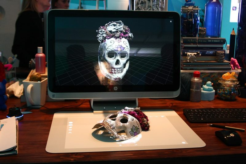 Creative Desktop Dengan Touch Mat Dari HP