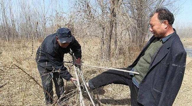 Bikin Nangis Terharu, 2 Sahabat Disabilatis Melestarikan Alam Dengan Menanam Ribuan Pohon