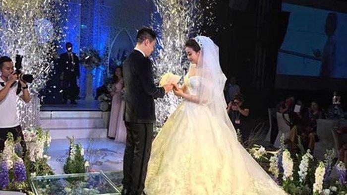 Seorang Wanita Terkejut Suaminya Ternyata Kaya Raya Menjelang Pernikahan