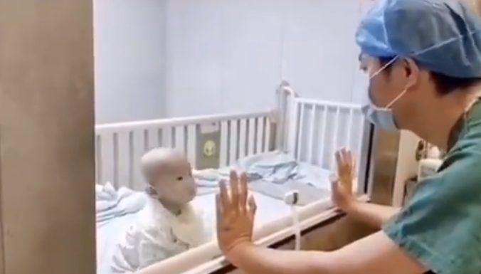 Anak Balita Diisolasi di Wuhan karena Terjangkit Virus Corona, Sang Ayah Menangis