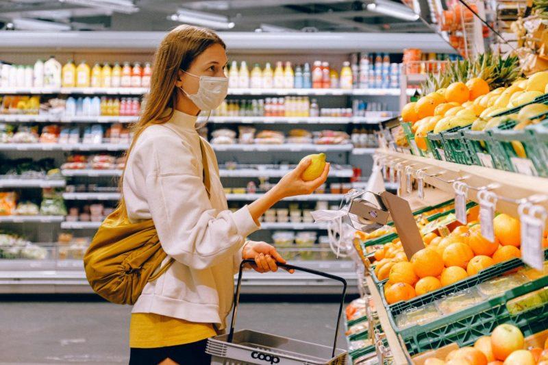 Gunakan Masker Saat Berbelanja