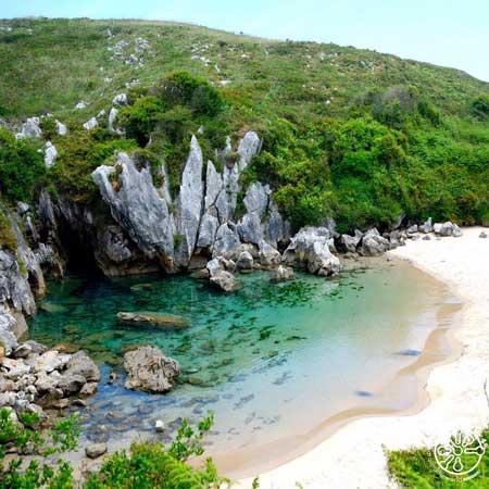 Pantai Gulpiyuri 3