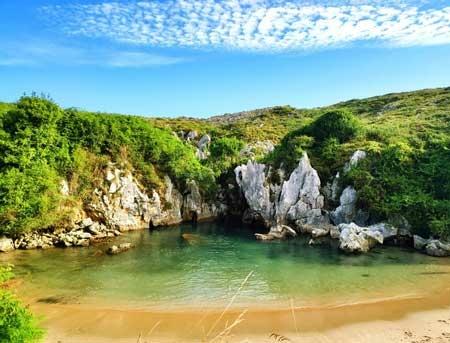 Pantai Gulpiyuri 5