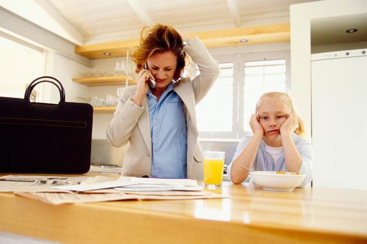 707 Ilustrasi Orang Tua Dan Anak Mengalami Stres 1