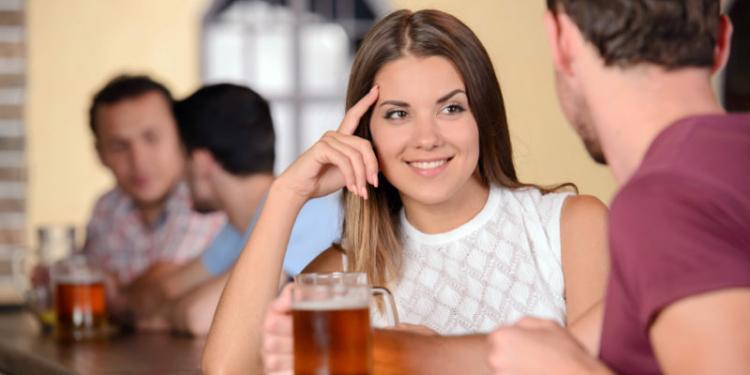 Ternyata, Ini 5 Hal Pertama yang Dilihat Pria Saat Ketemu Wanita, Kamu Harus Tahu! https://telset.id
