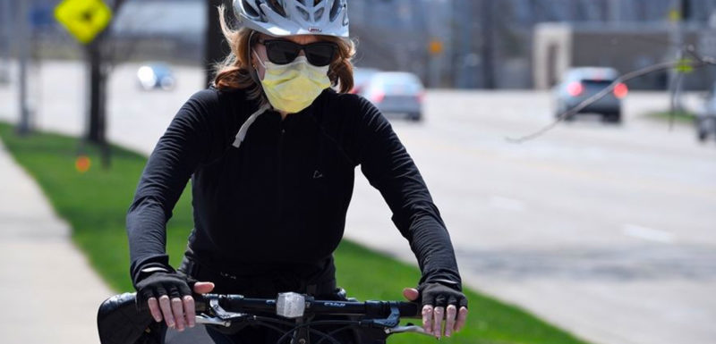 Aman Bersepeda Saat Memakai Masker Simasinsurtech Hearder