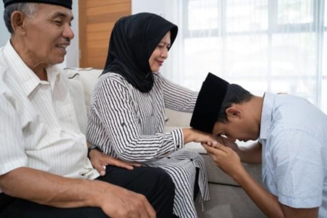Baik Hubungan Dengan Orangtua