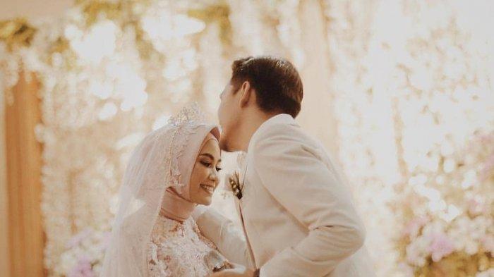 Peluk Dan Cium Istri