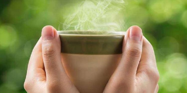 Ini 6 Manfaat Minum Air Hangat di Pagi Hari