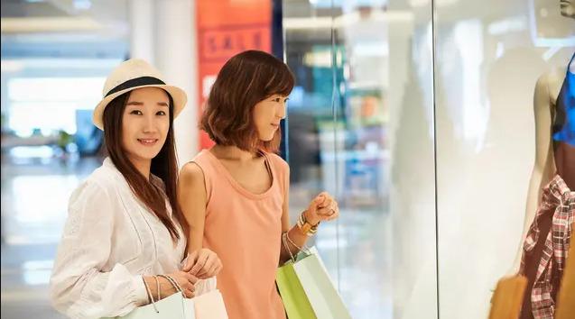 Belanja Bersama Mertua Agar Akrab Dengan Mertua