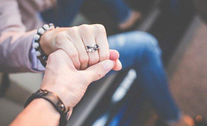 Ini 5 Alasan kenapa Cewek Ekstrovert Merasa Cocok dengan Cowok Introvert