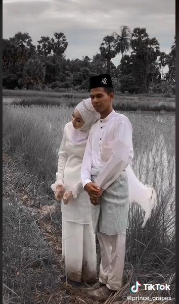 Foto Prawedding Pengantin Di Sawah