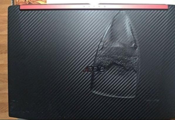 Momen Sial Pas Pake Laptop