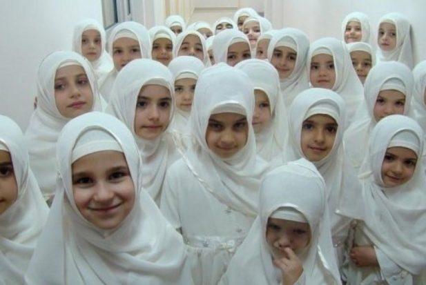 Gadis Gadis Muslimah Berjilbab Anggun Dan Salehah Ilustrasi