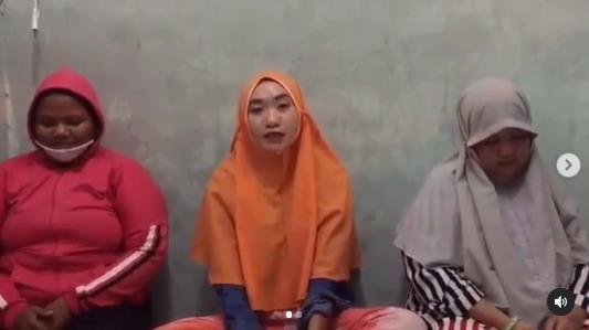 Ketiga Remaja wanita Tersebut Meminta Maaf