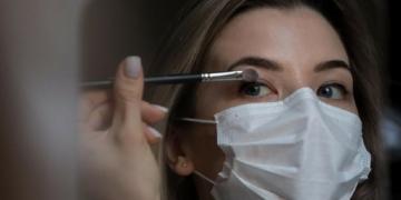 Ini 5 Tips Cantik Riasan Wajah Saat Menggunakan Masker