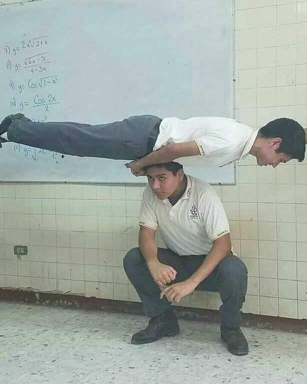 aksi akrobat siswa