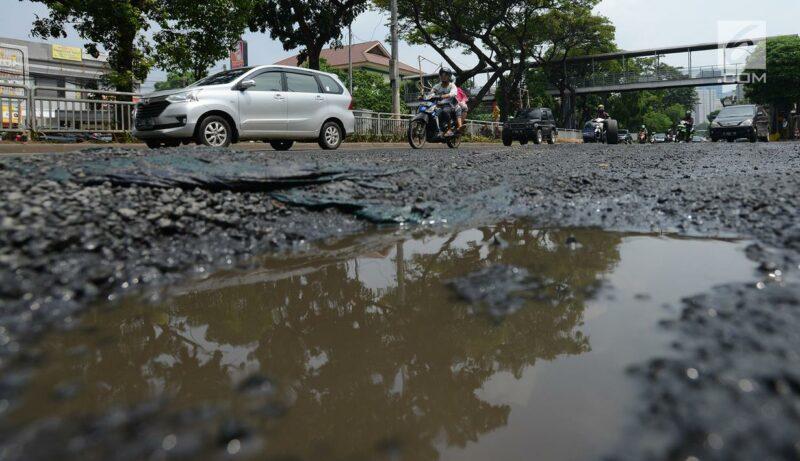 Ilustrasi Jalan Berlubang