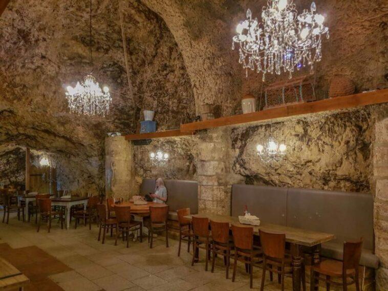 Restoran Paling Berhantu Di Dunia