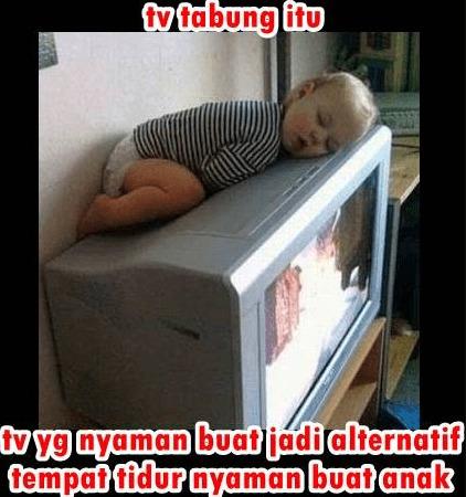 tidur di atas tv