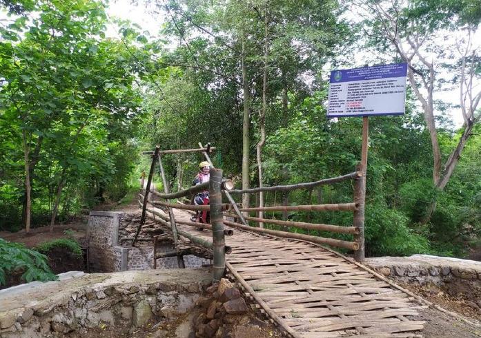 Beredar Kabar Pembangunan Jembatan Bambu Menghabiskan Dana Fantastis