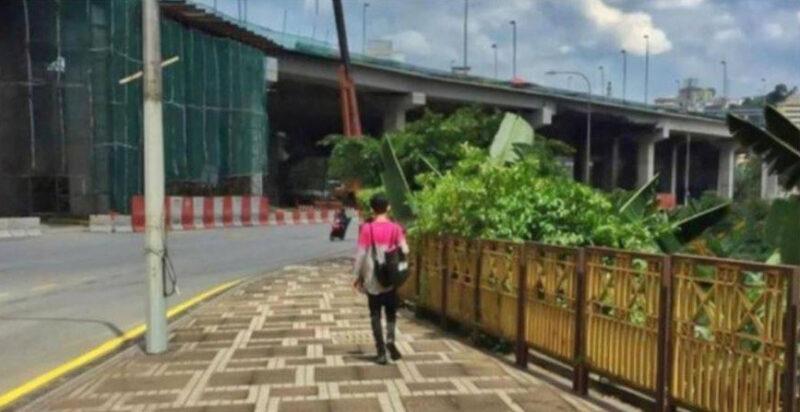 Driver Ojol Bekerja Jalan Kaki