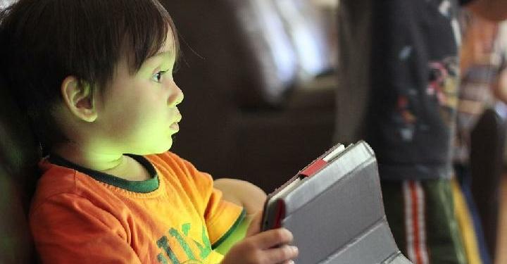 Ilustrasi Anak Kecanduan Bermain Game