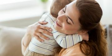 Tips Merawat Bayi Baru Lahir Saat Musim Dingin