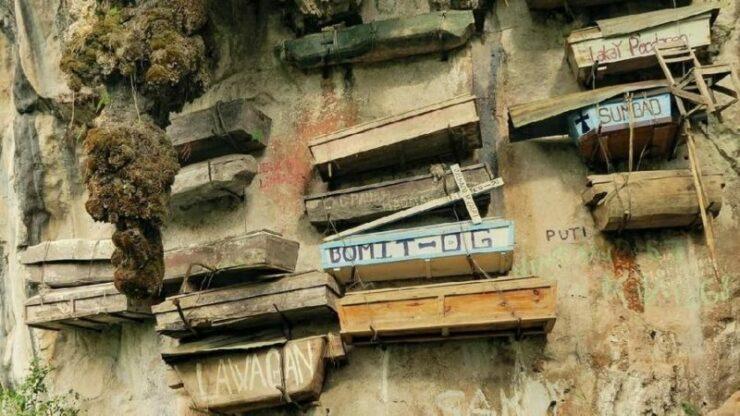Tradisi Suku Igorot Yang Menggantung Peti Mati Jenazah Di Tebing