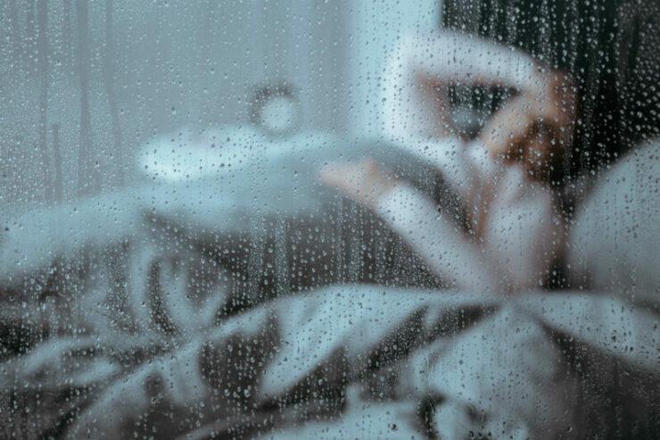Apakah Mendengar Suara Hujan Bisa Membuat Tidur Lebih Nyenyak