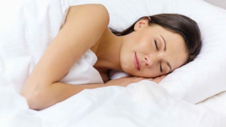 Manfaat menyehatkan dari tidur telanjang