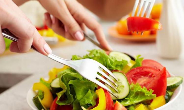 Mengonsumsi Makanan Sehat