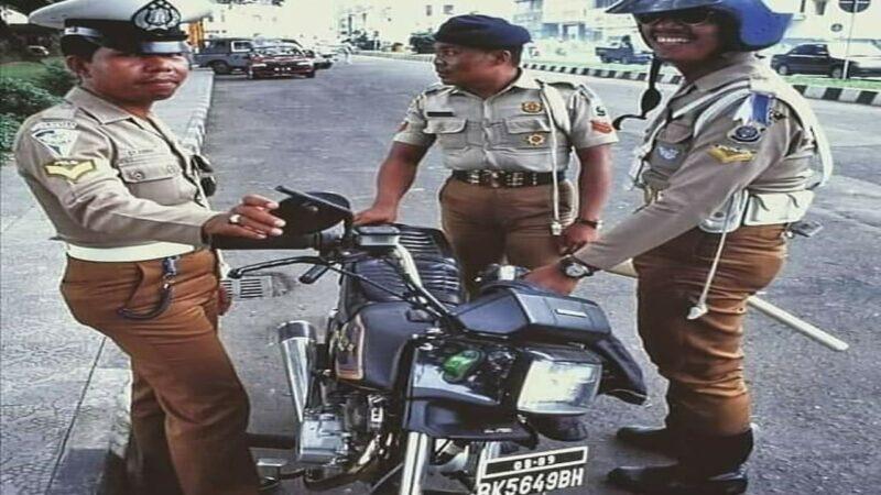 Potret Polisi Zaman Dulu Yang Bikin Warganet Salahfokus