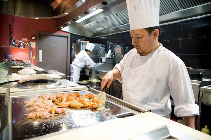 Sejarah Penggunaan Topi Putih Tinggi Para Chef
