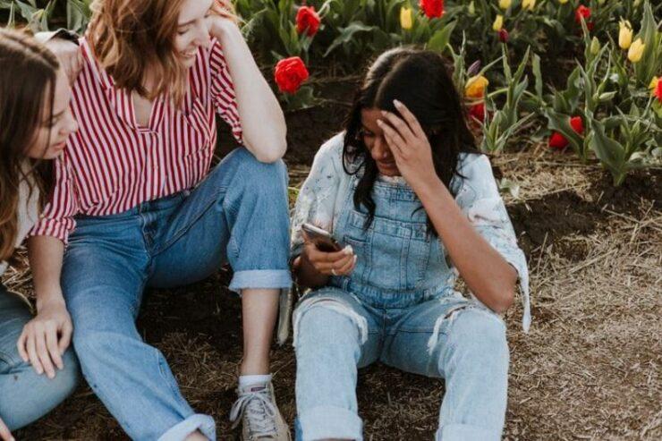 Alasan Sebaiknya Tidak Perlu Sering Curhat Dengan Teman