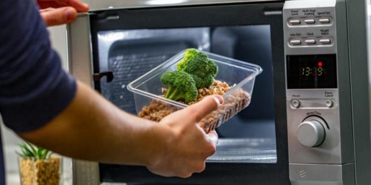 Mitos masak di Microwave