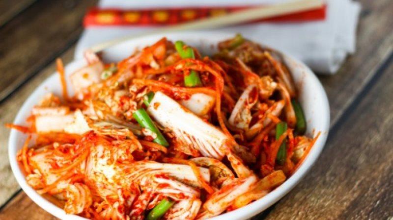 manfaat menyehatkan makan kimchi