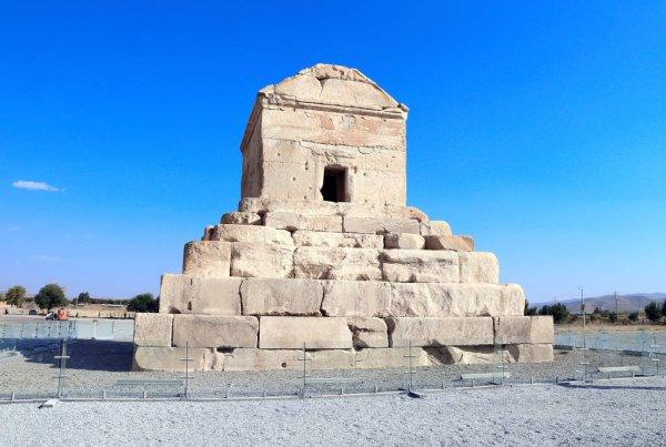 Makam Cyrus Yang Agung 1